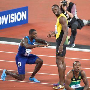 Efter segern hyllade segraren Justin Gatlin bronsmedaljören Usain Bolt.