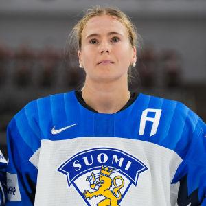 Petra Nieminen inför en VM-match.