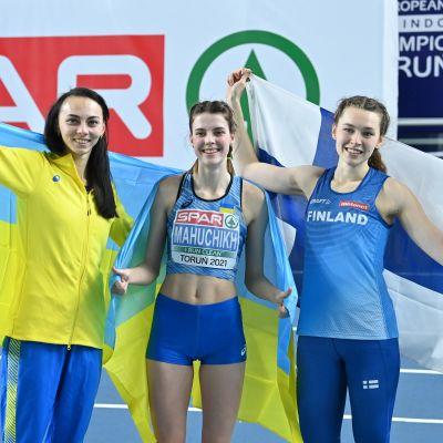 Irina Heratshenko, Jaroslava Mahutshik ja Ella Junnila