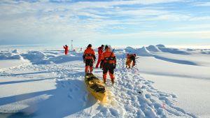 Forskare på Arktis i oktober 2011
