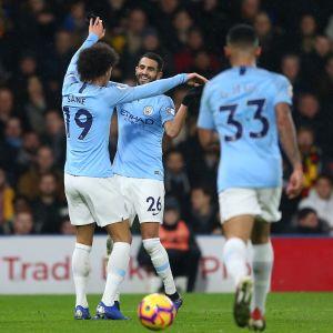 Manchester Citys spelare firar mål.