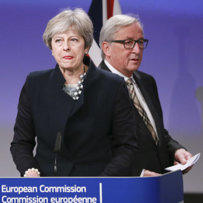 Theresa May och Jean-Claude Juncker.