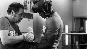 Elis Ask tränar en boxare 1976
