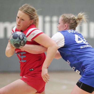 Johanna Hilli mot Carolina Böckelman.