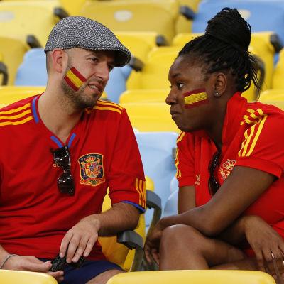 Besvikna spanska fans efter att Spanien fallit ur VM 2014.