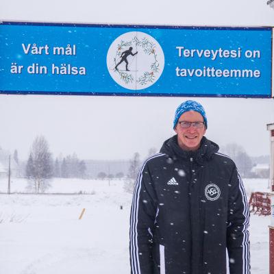 Mikael Bäck framför målporten för Botniavasan.