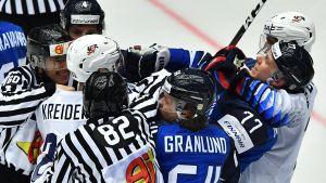 Råkurr i matchen mellan Finland och USA i ishockey-VM 2018.