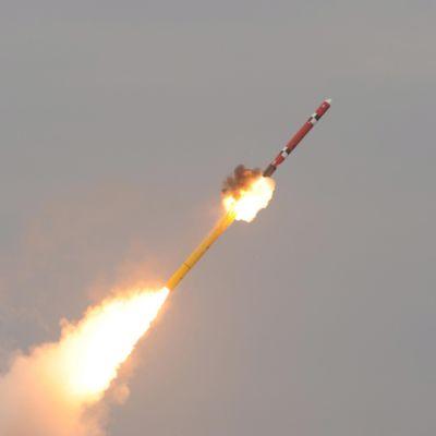 Sydkoreansk missil som avfyras från fartyg mot land,