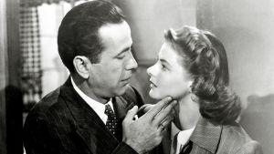 Casablanca, Ohjaus Michael Curtiz. Kuvassa Humphrey Bogart ja Ingrid Bergman.