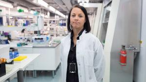 Tiina Kauppila i laboratoriet.