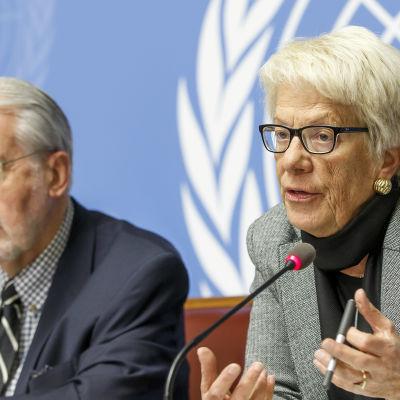 Portugisiske Paulo Sérgio Pinheiro, som är ordförande för den oberoende FN-grupp som utreder eventuella krigsbrott i Syrien, och schweiziska Carla del Ponte, som är medlem i gruppen, berättar om rapporten under en presskonferens.