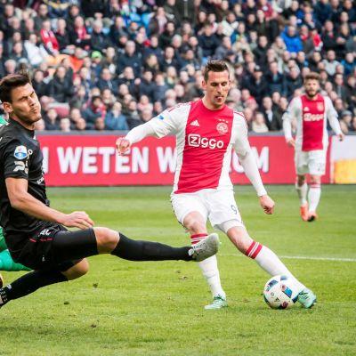 Arkadiuz Milik har öst in mål i Holland för Ajax.