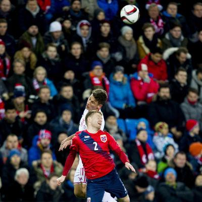 Det norska fotbollslandslaget blev bortskämt med storpublik i hemmamatcherna i fjol. När Finland gästar på tisdag är läget ett annat.