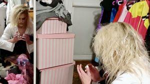 """Den polska dragdrottningen Maciej """"Gąsiu"""" Gośniowski inspekterar sina nymålade naglar hemma i sin lägenhet inför en galakväll."""