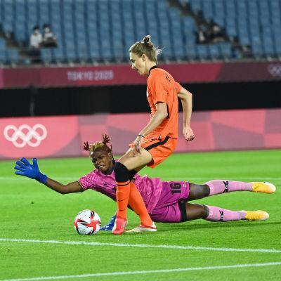 Vivianne Miedema osui Hollannille neljä kertaa Sambiaa vastaan.
