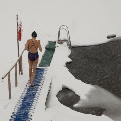 Vinterbadare i snöstorm