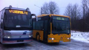 Två bussar från bussföretagare Johan Ampers busspark.