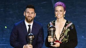 Lionel Messi och Megan Rapinoe har tagit emot pris.