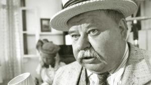 Jukka Sipilä elokuvassa Kiljusen herrasväen uudet seikkailut 1990.