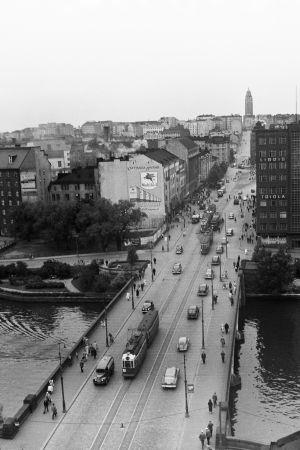 Trafik på Långa bron i Hagnäs år 1953.