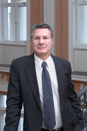 Professor Kalle Saksela