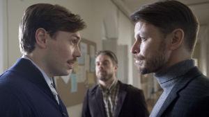 Jussi Nikkilä, Joonas Saartamo, Peter Franzén stirrar stint på varandra.