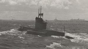 sukellusvene Lembit vedessä