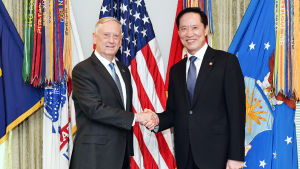 Sydkoreas försvarsminister Song Young-Moo har bett sin kollega Jim Mattis att sända taktiska kärnvapen oftare till Sydkorea