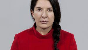 Marina Abramovićin performanssikuva vuodelta 2010.