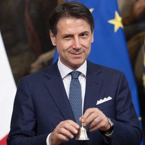 Premiärminister Giuseppe Conte ringer traditionellt in den nya regeringens första möte 5.9.2019