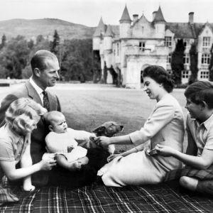 Bild på den brittiska kungafamiljen tagen 9.9.1960