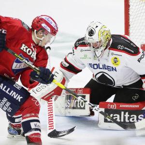 Andreas Bernard stoppar Juha Jääskäs försök.