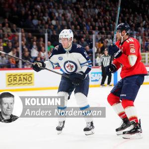Patrik Laine och Aleksander Barkov på isen.