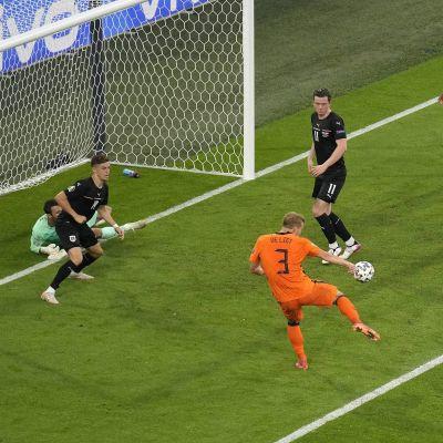 Matthijs de Ligt lyckades inte få bollen i nätmaskorna.
