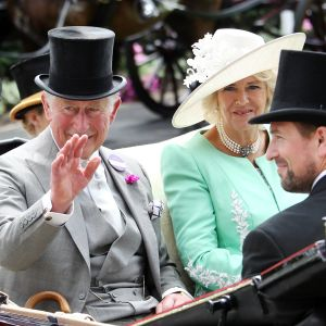 Prins Charles och hans Camilla på väg till Ascot på hästkapplöpningar senaste sommar.