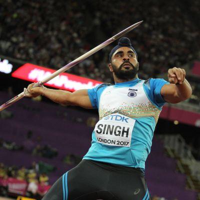 Spjutkastaren Davinder Singh i full färd att slänga iväg sitt spjut.