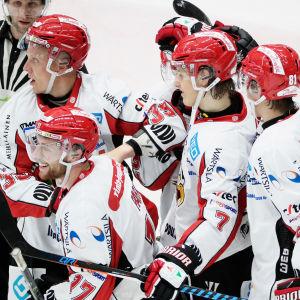 Vasa Sports spelare firar mål, 2017.
