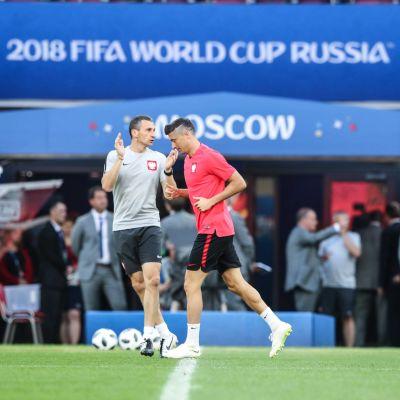 Robert Lewandowski tränar på VM-stadion i Moskva.