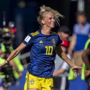 Sofia Jakobsson jublar