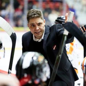 Tuomas Tuokkola är tränare för KooKoo.