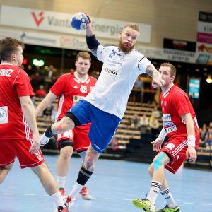 Cocksspelaren Teemu Tamminen spelade i Myrbacka med landslaget i januari.