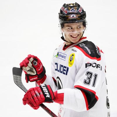 Jesperi Kotkaniemi i Ässäts tröja.