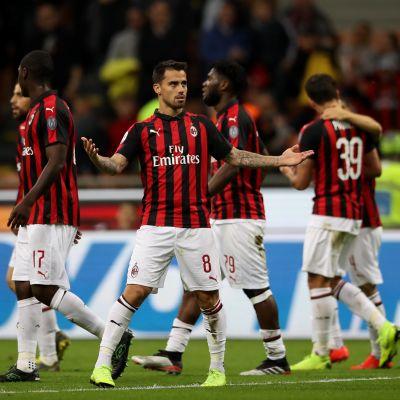 AC Milan firar ett mål.