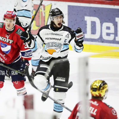 Hannes Björninen firar ett mål borta mot HIFK.