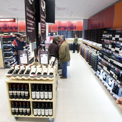 I framtiden ska konsumenterna veta att vinet de köper på alkoholbutiker i Norden är tillverkad enligt vissa etiska principer. Foto: Systembolaget/AnnaKarin Drugge