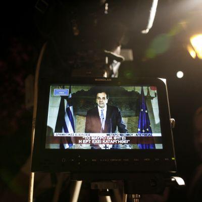Premiärminister Antonis Samaras talar till folket via tv efter att ett krismöte om rundradiobolaget ERT inte ledde någon vart