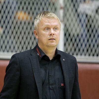 Kauhajoen Karhun päävalmentaja Sami Toiviainen.