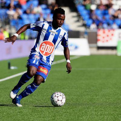 Evans Mensah spelar fotboll för HJK.
