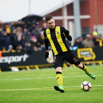 Ilari Äjälä spelar för FC Honka.
