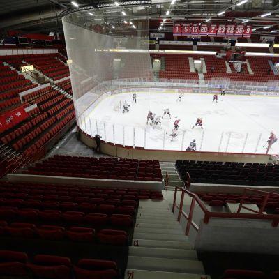 HIFK–JYP-ottelu pelattiin torstaina tyhjälle katsomolle Helsingissä.
